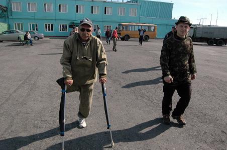 Виктор Беляков (слева) - ветеран традиционного сплава