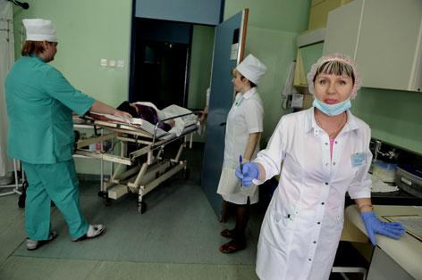 Медсестры с дедком